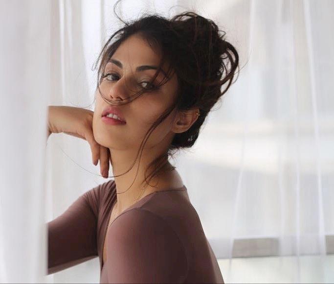 45+ Glamorous Photos of Rhea Chakraborty 10