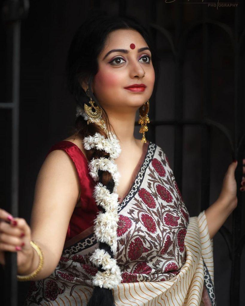 Rupsa Saha Chowdhury 42+ Glamorous Photos, Wiki, Age, Biography, Movies and, web series 118