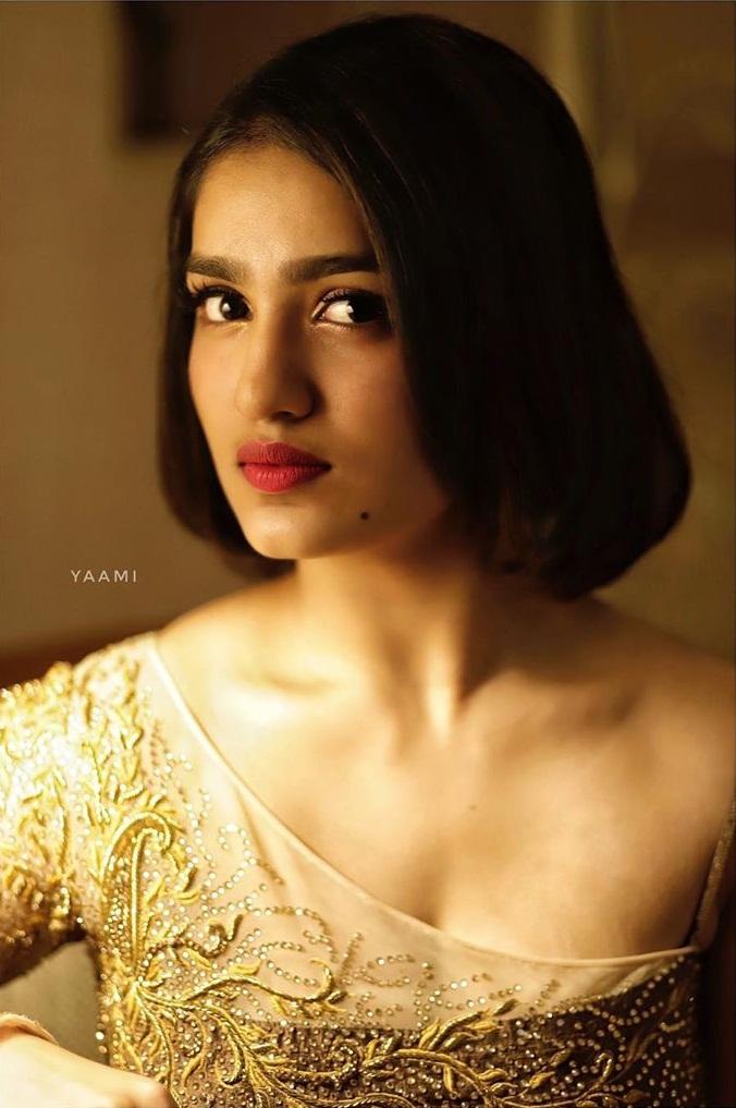 Saniya Iyappan Wiki, Age, Boyfriend, Movies, Family, Biography & beautiful Photos 8