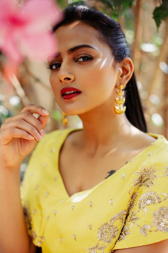 45+ Glamorous Photos of Shraddha Srinath 2