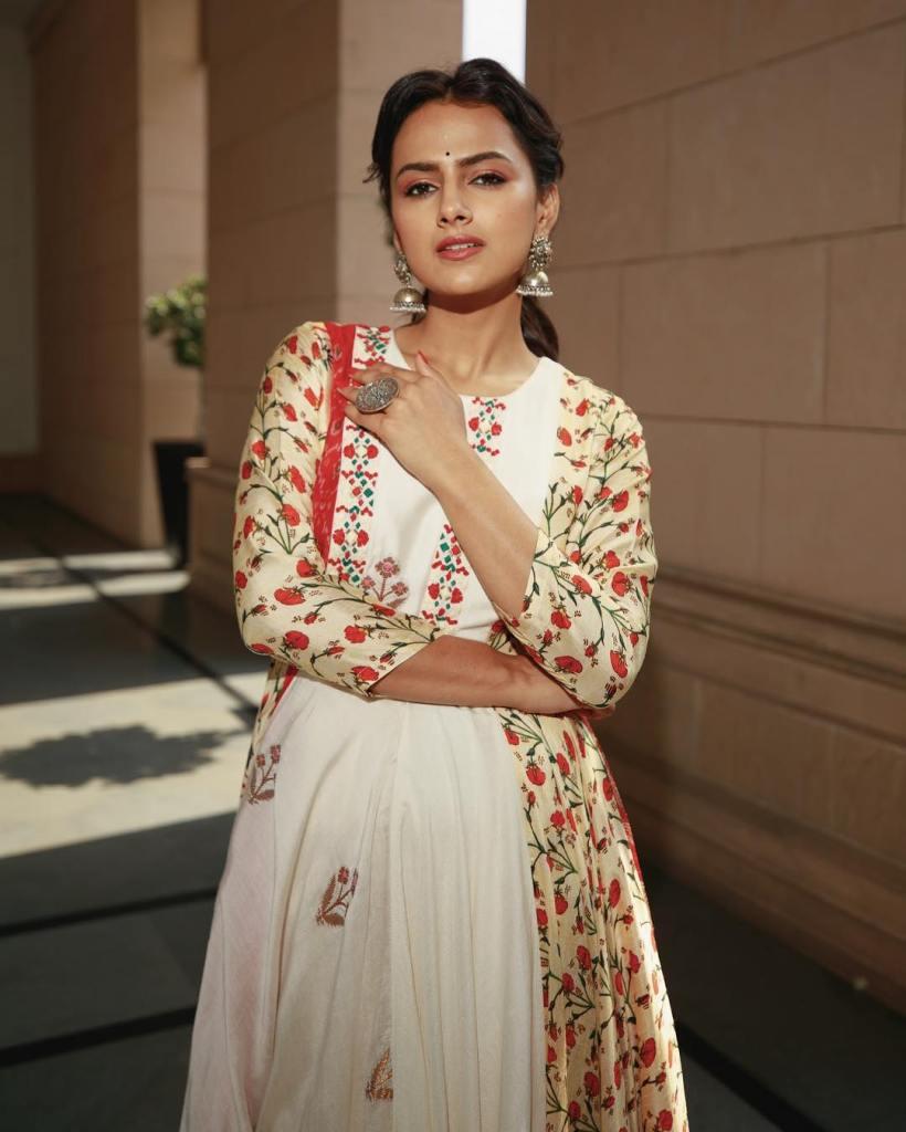 45+ Glamorous Photos of Shraddha Srinath 10