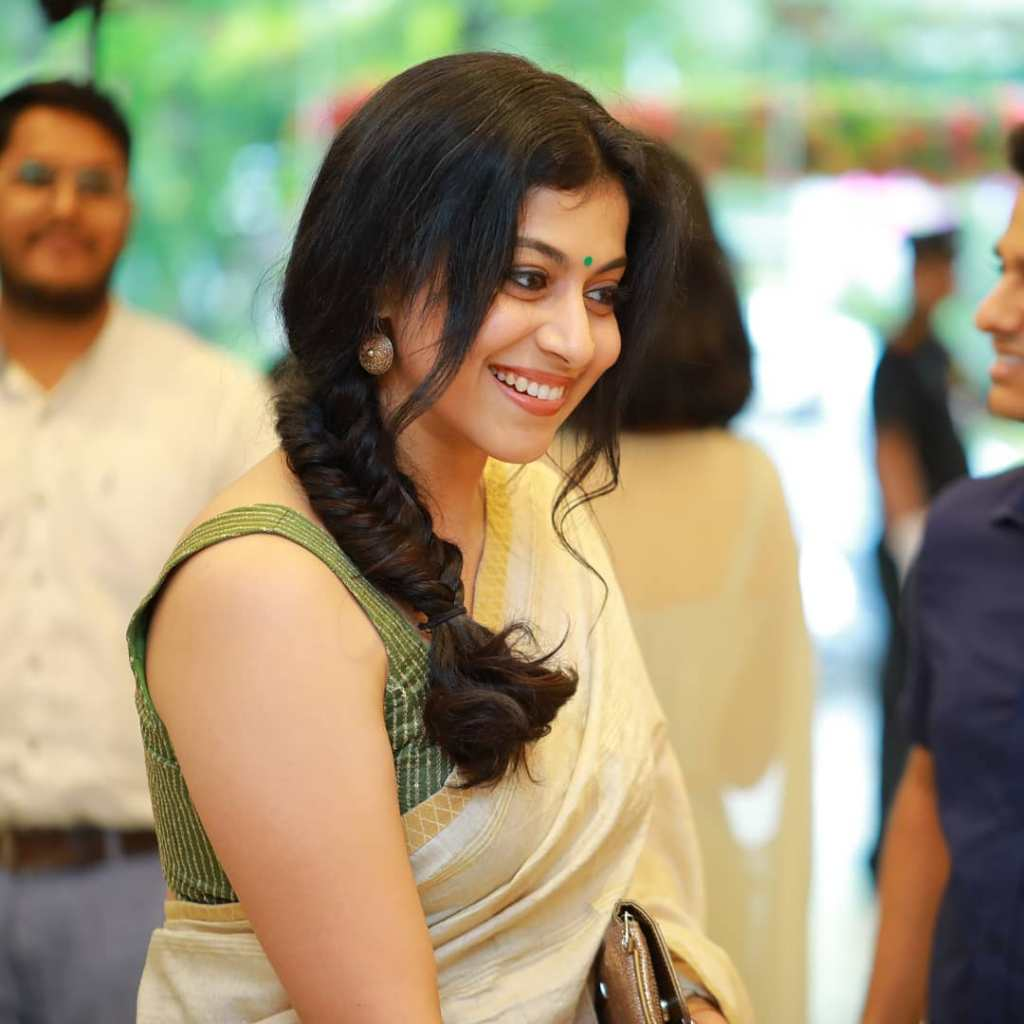 21+ Beautiful Photos of Shruthi Ramachandran 21