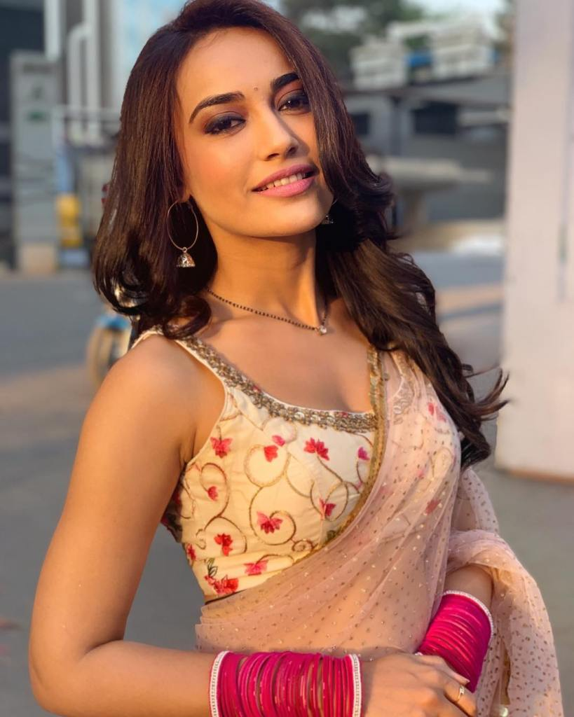 35+ Charming Photos of Surbhi Jyoti 10