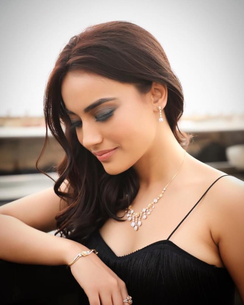 35+ Charming Photos of Surbhi Jyoti 16