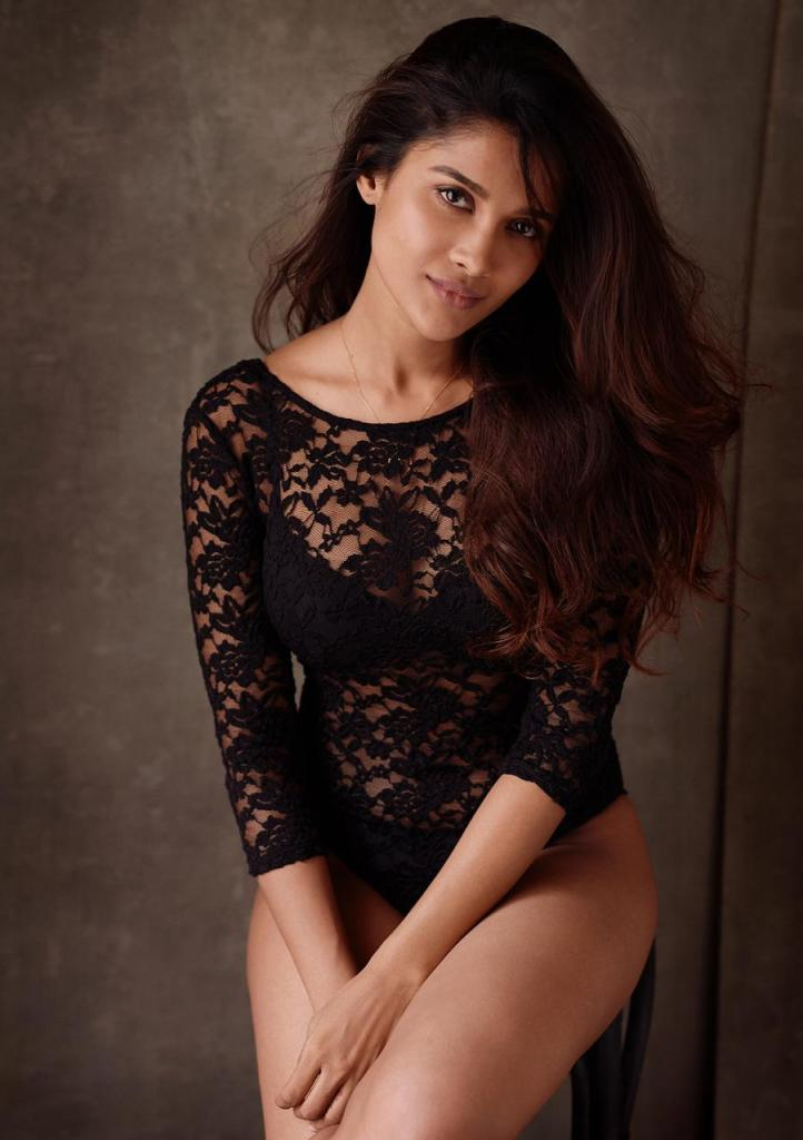 17+ Glamorous Photos of Sushrii Shreya Mishra 15