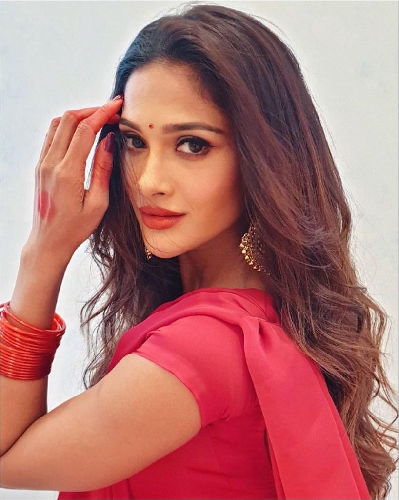 17+ Glamorous Photos of Sushrii Shreya Mishra 7
