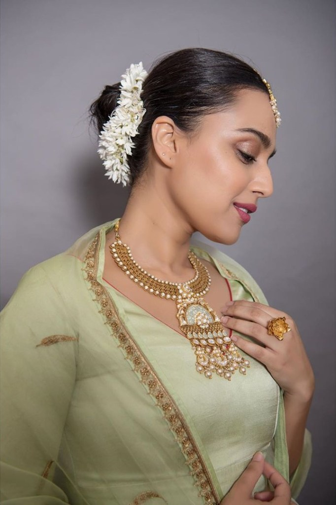 40+ Charming Photos of Swara Bhaskar 23