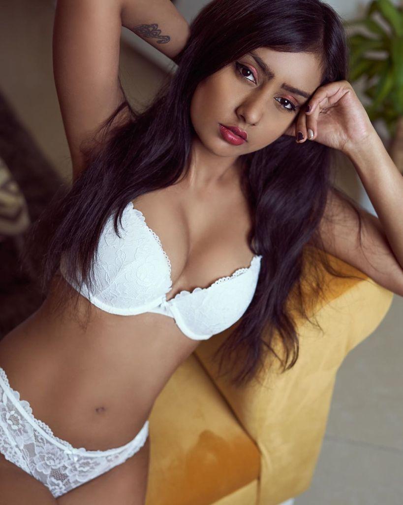 54+ Glamorous Photos of Twinkle Meena 10