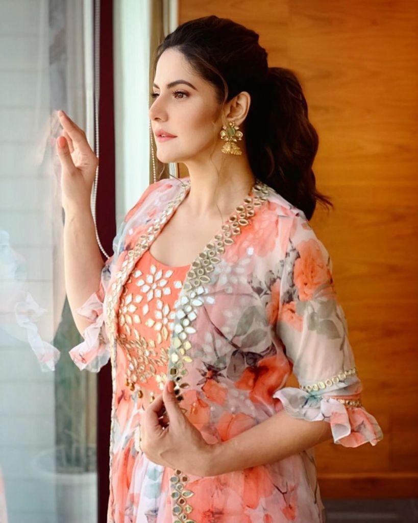 45+ Stunning Photos of Zareen Khan 12