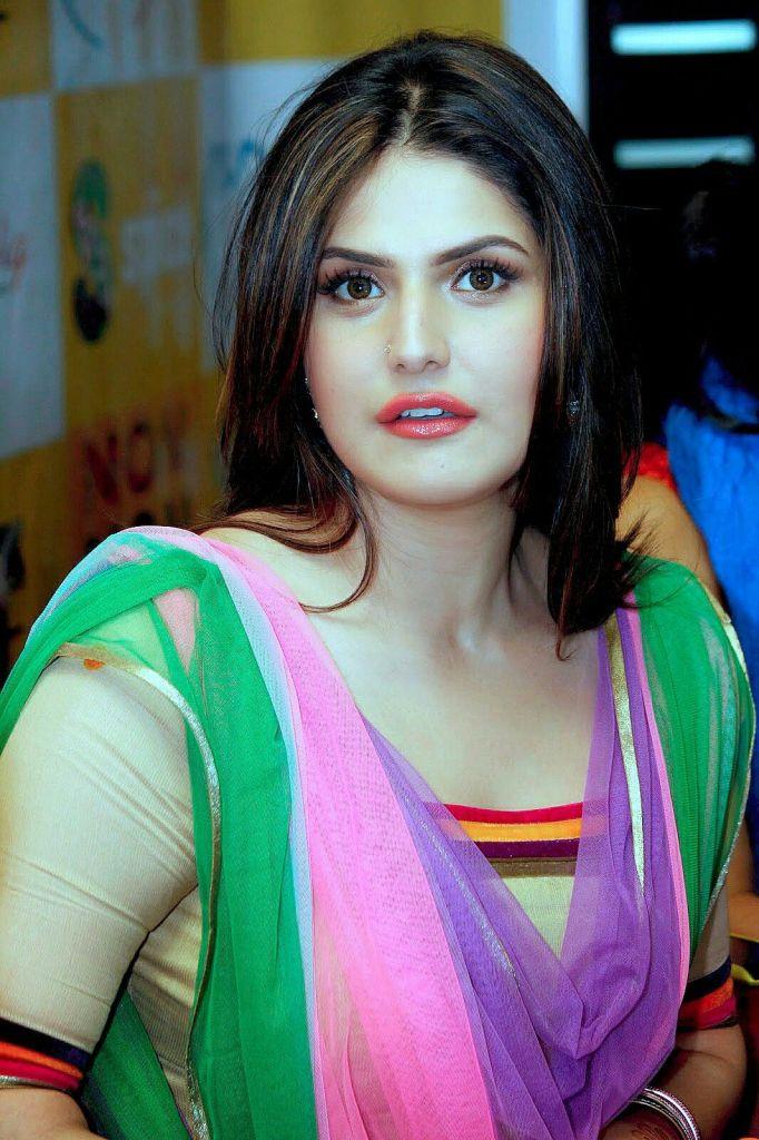45+ Stunning Photos of Zareen Khan 24