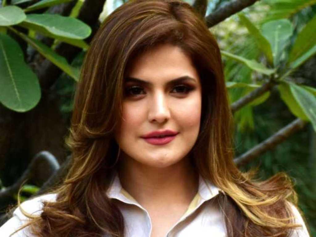 45+ Stunning Photos of Zareen Khan 27