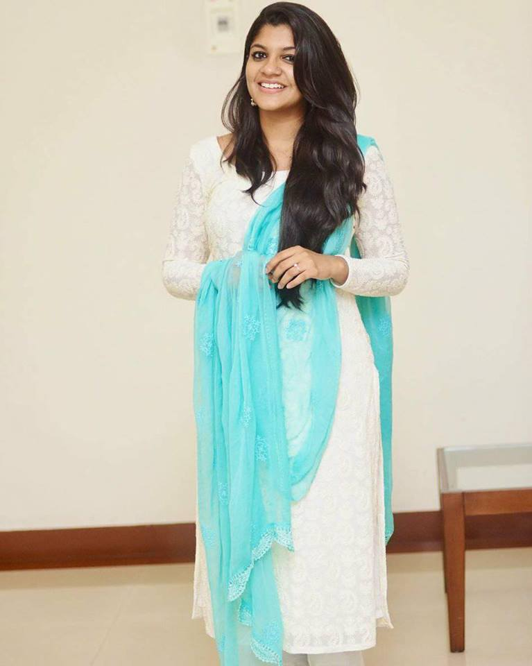 53+ Gorgeous Photos of Aparna Balamurali 129