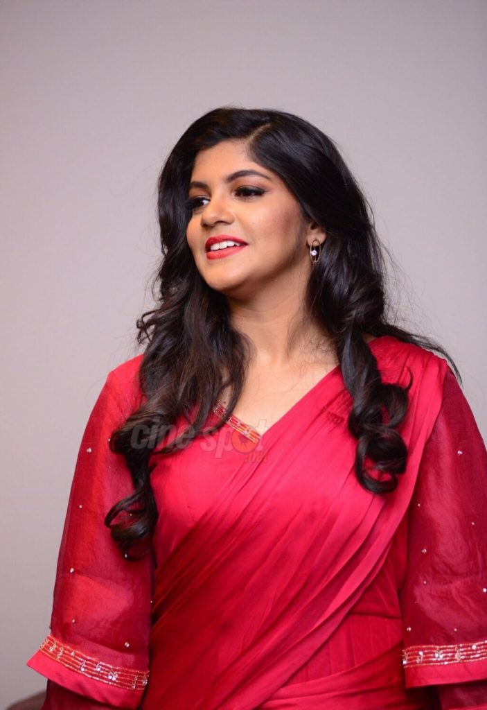 53+ Gorgeous Photos of Aparna Balamurali 135