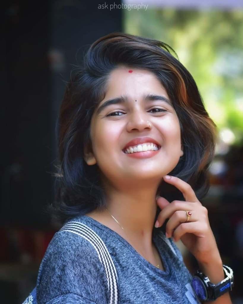 Kerala Tik Tok Star Dhanya S Rajesh (Helen of Sparta) HD Photos 4