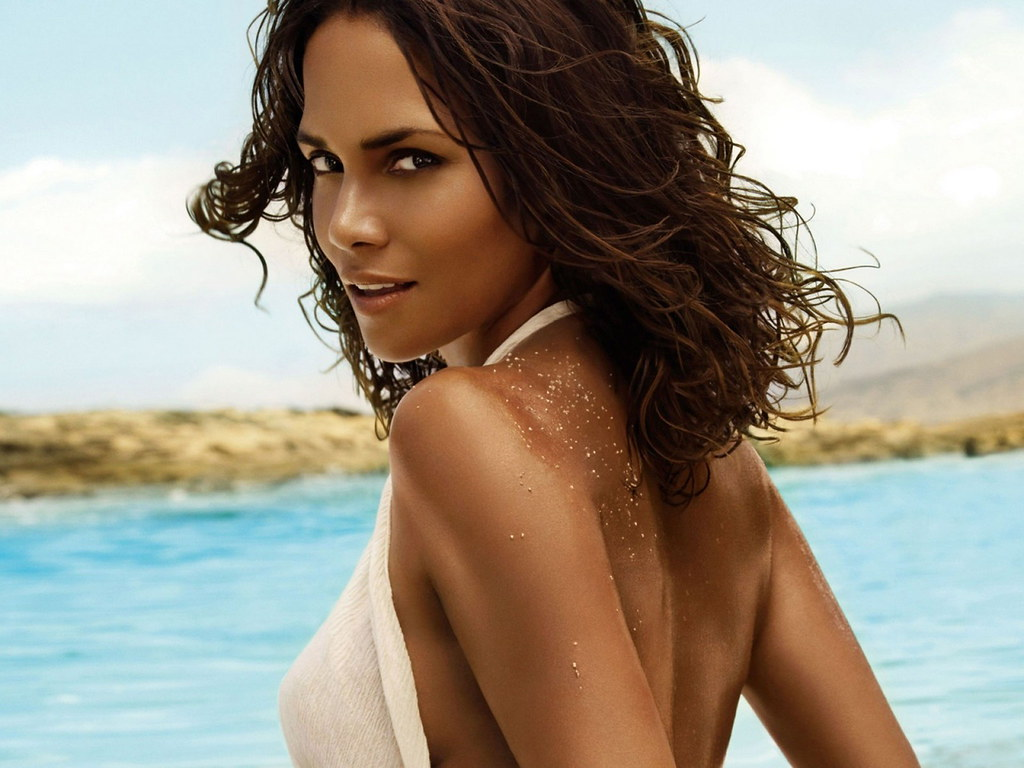 59+ Charming Photos of Halle Berry 27