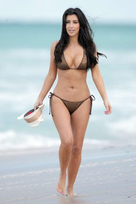 45+ Glamorous Photos of Kim Kardashian 103