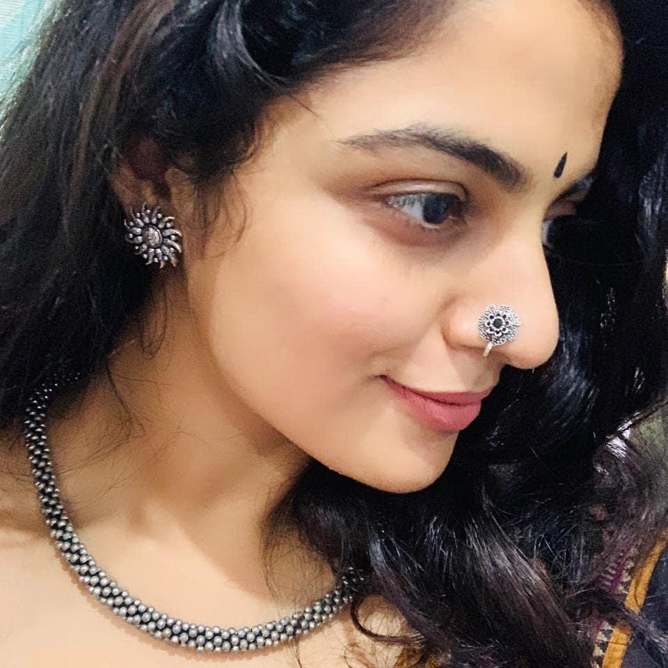 48+ Gorgeous Photos of Nikhila Vimal 19