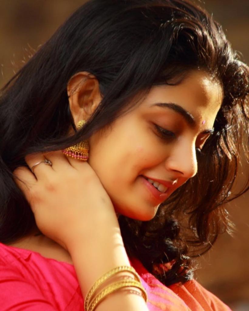 48+ Gorgeous Photos of Nikhila Vimal 5
