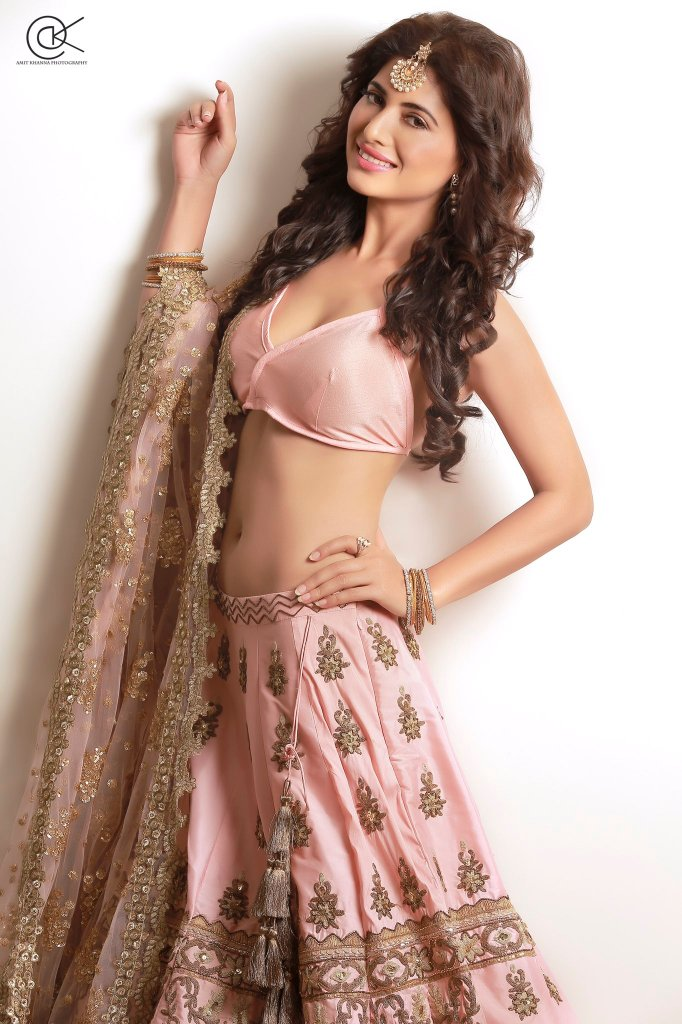 Poonam Rajput Beautiful Photos, Wiki, Age, Biography, and Movies 96