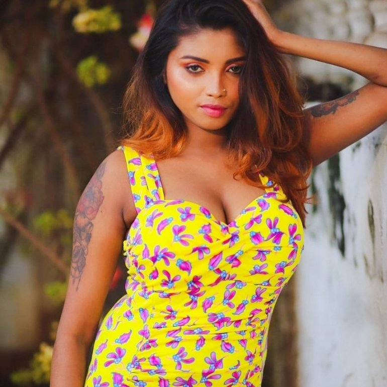 Tik Tok Star and Model Elakkiya Wiki, Age, Biography, and Glamorous Photos 15