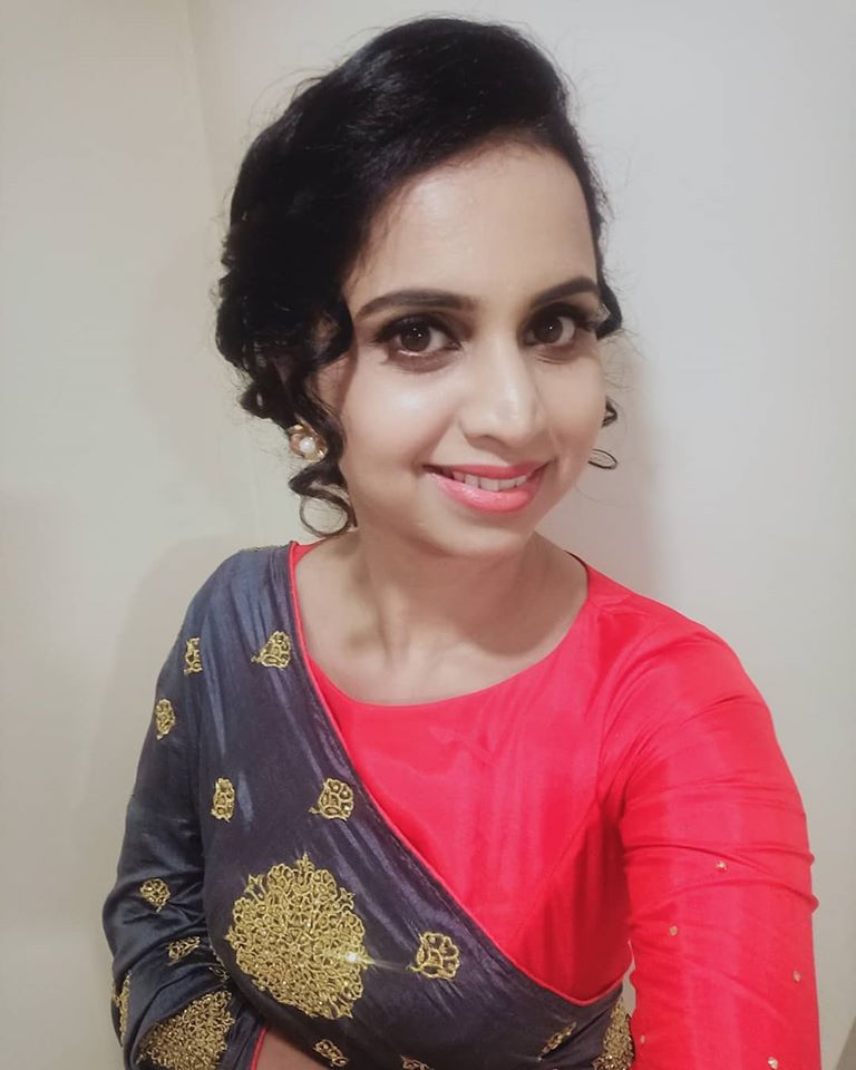 Mridula Warrier Wiki, Age, Family, Movies, HD Photos, Biography, and More 5