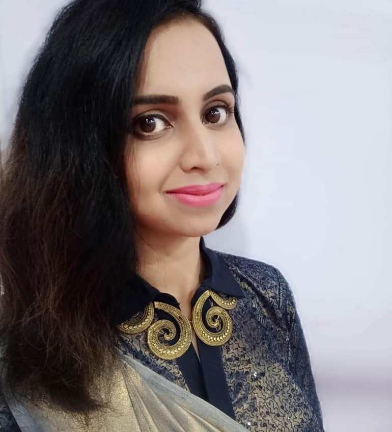 Mridula Warrier Wiki, Age, Family, Movies, HD Photos, Biography, and More 6
