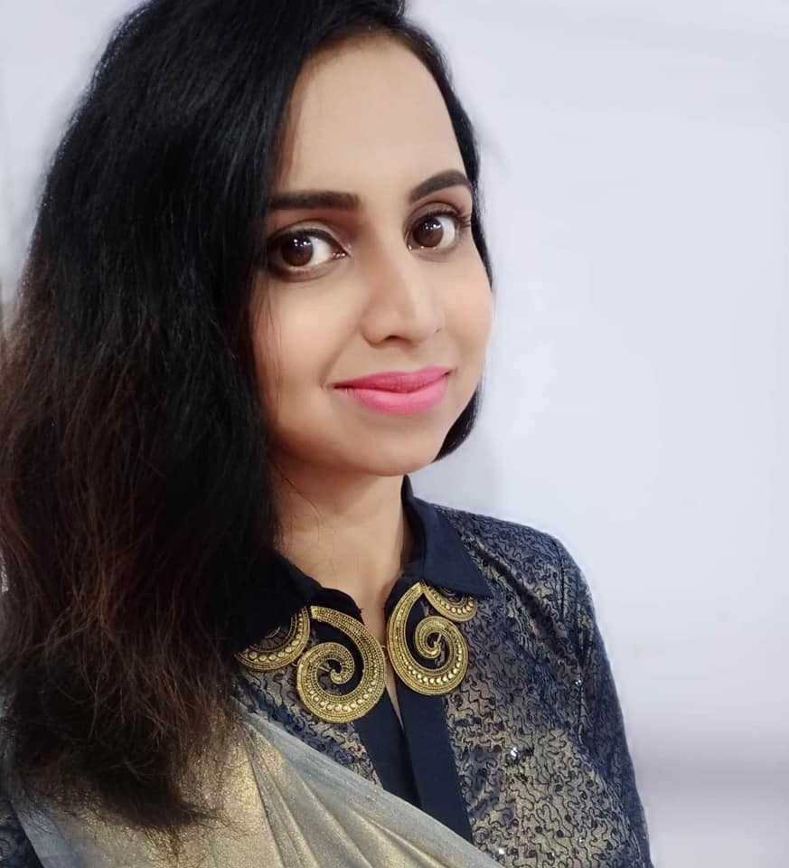 Mridula Warrier Wiki, Age, Family, Movies, HD Photos, Biography, and More 7