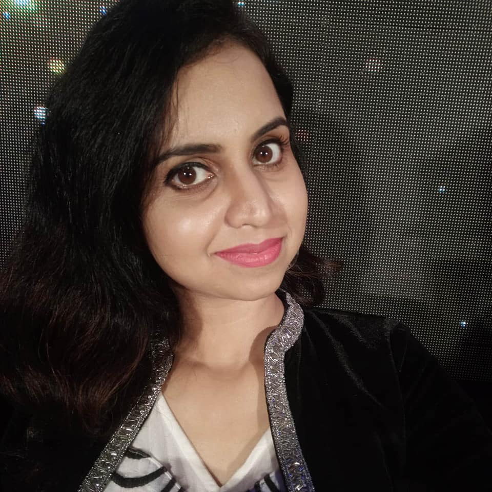 Mridula Warrier Wiki, Age, Family, Movies, HD Photos, Biography, and More 2