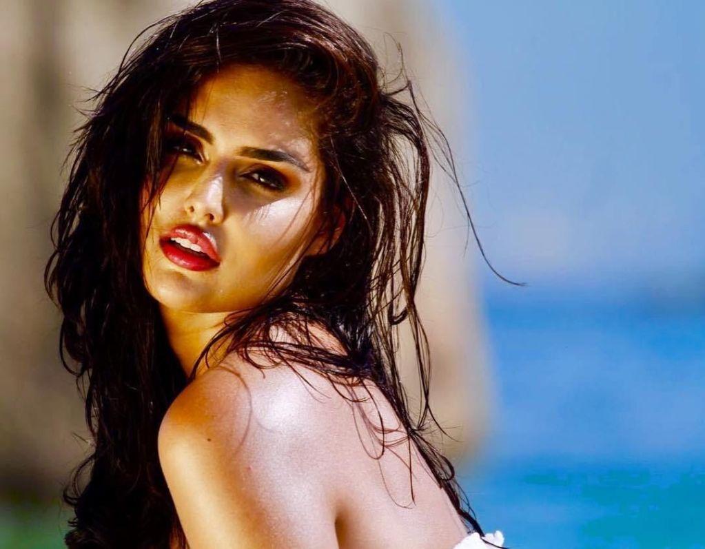 37+ Glamorous Photos of Nathalia Kaur 32