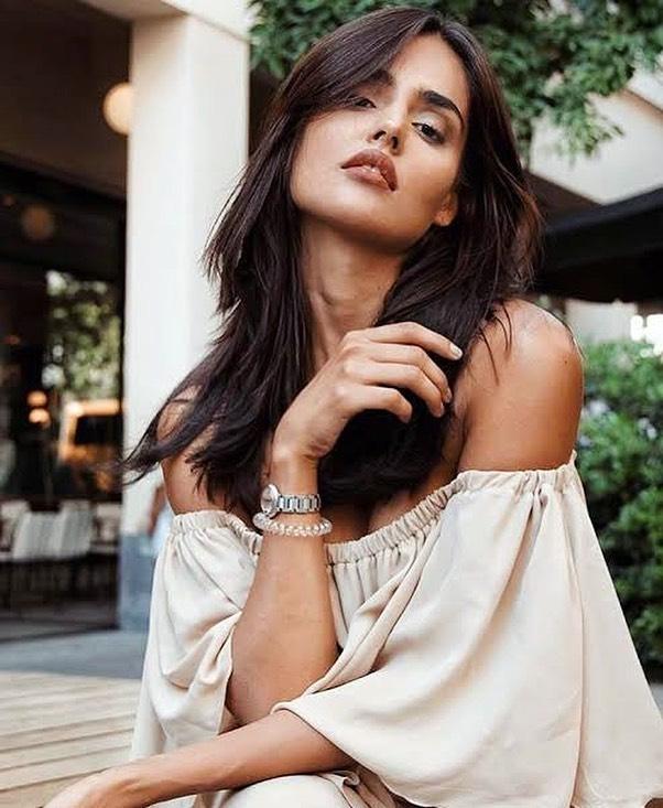 37+ Glamorous Photos of Nathalia Kaur 16