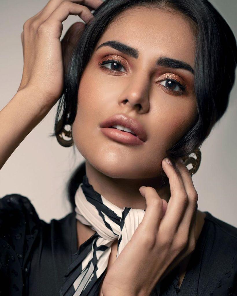 37+ Glamorous Photos of Nathalia Kaur 18