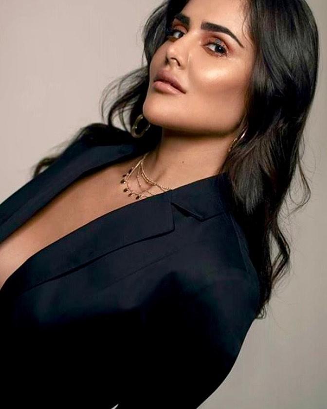 37+ Glamorous Photos of Nathalia Kaur 19