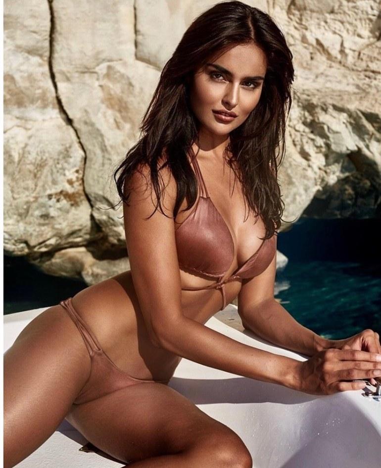 37+ Glamorous Photos of Nathalia Kaur 30