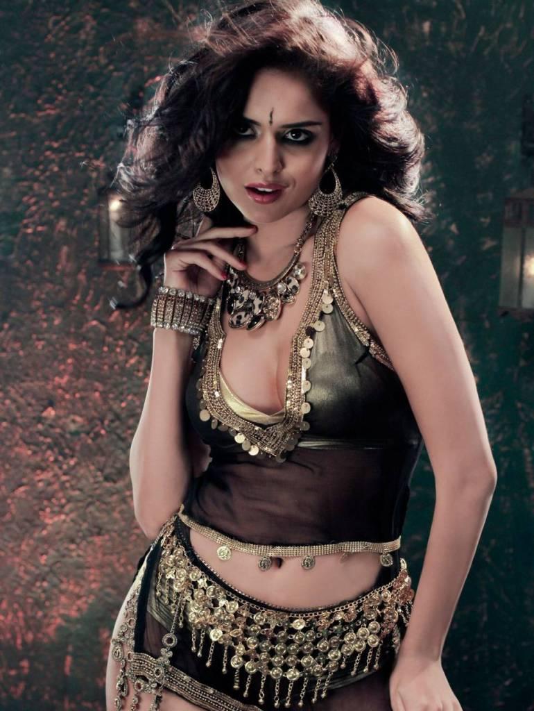 37+ Glamorous Photos of Nathalia Kaur 36