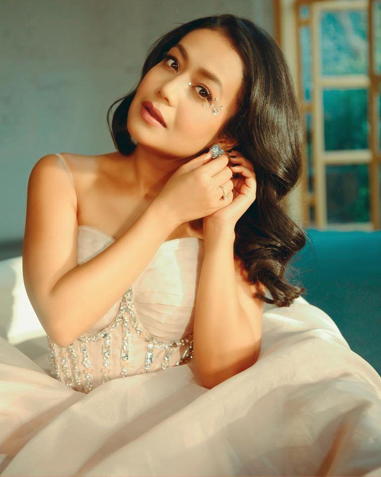 Neha Kakkar Wiki, Age, Family, Movies, HD Photos, Biography, and More 2