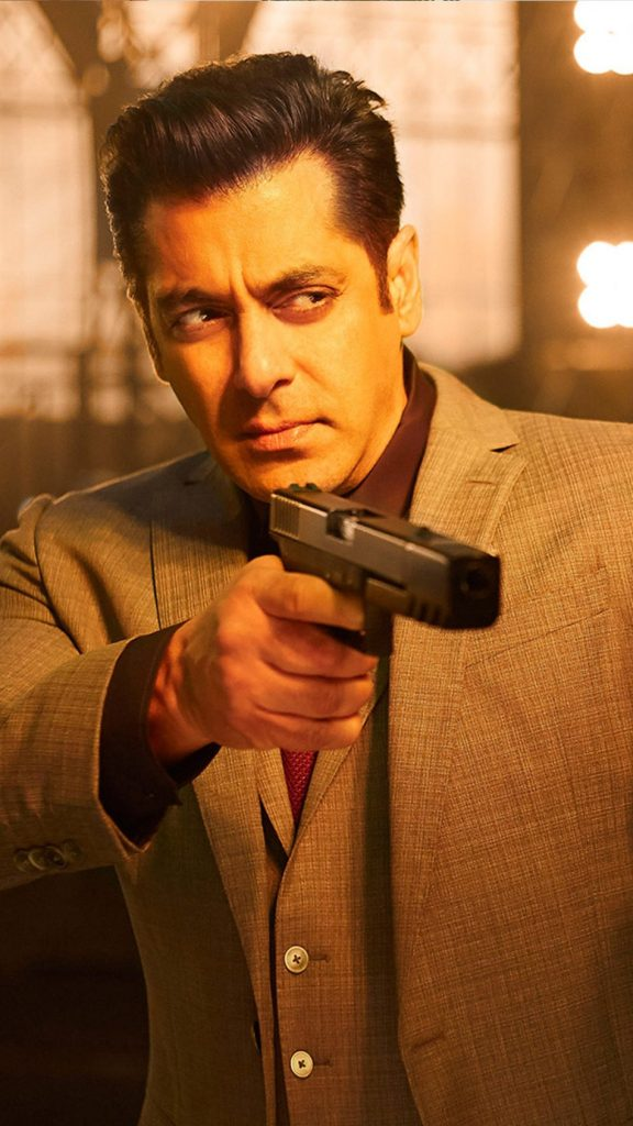 Salman Khan Wiki, Age, Family, Movies, HD Photos, Biography, and More 14