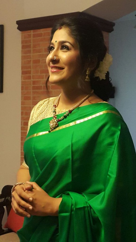 Shweta Mohan Wiki, Age, Family, Movies, HD Photos, Biography, and More 8