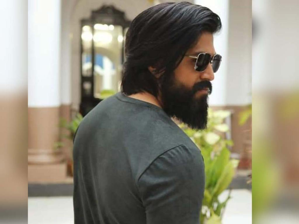 Yash Wiki, Age, Family, Movies, HD Photos, Biography, and More 9