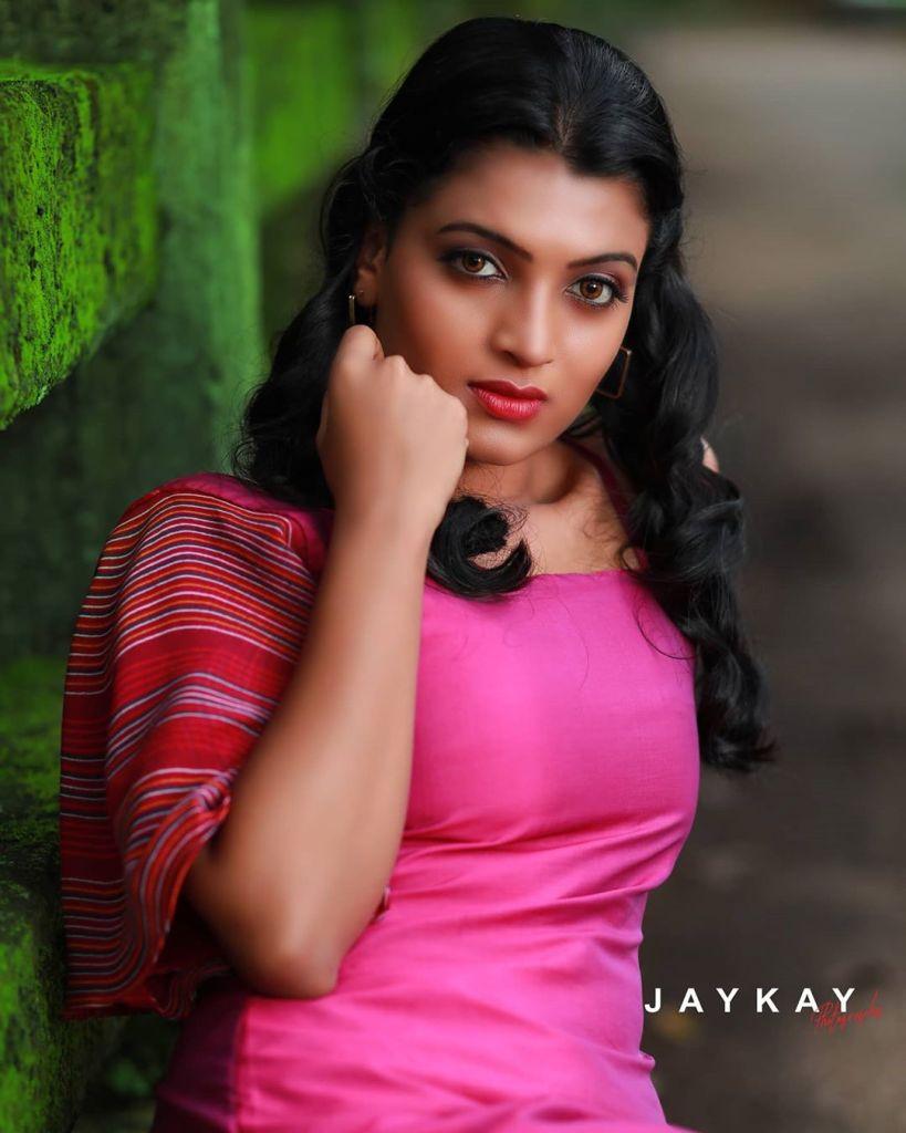Aishwarya Rai's doppelganger, Kerala Tik Tok Star Amrutha Saju Gorgeous Photos 67