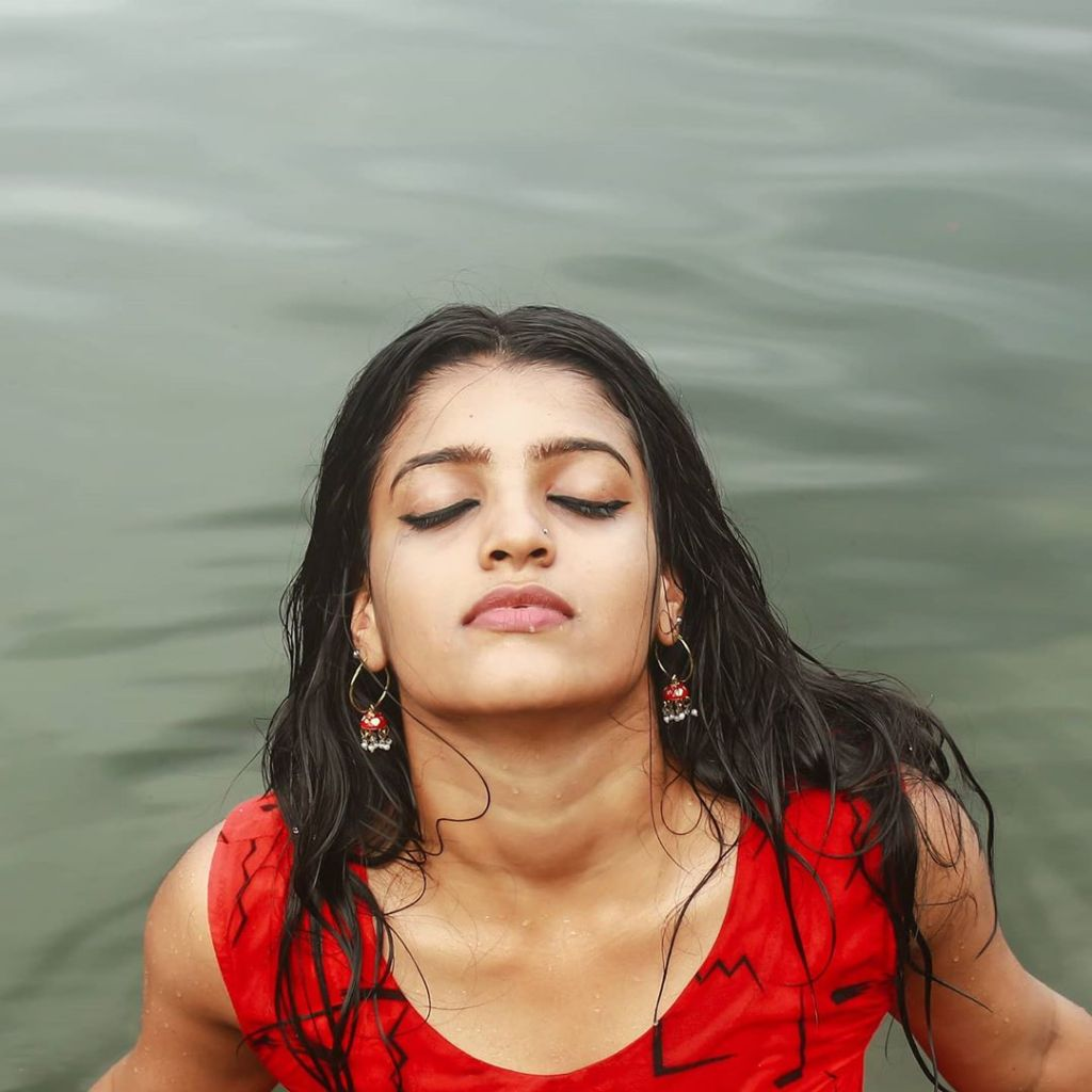 Aishwarya Rai's doppelganger, Kerala Tik Tok Star Amrutha Saju Gorgeous Photos 50