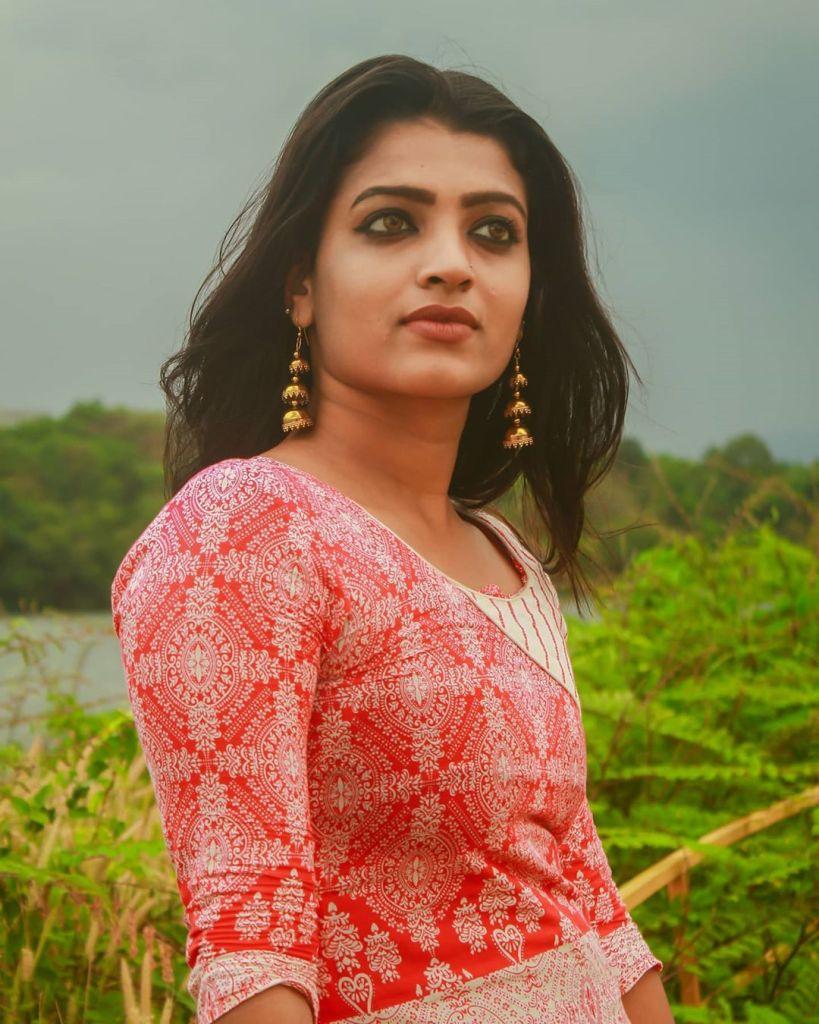 Aishwarya Rai's doppelganger, Kerala Tik Tok Star Amrutha Saju Gorgeous Photos 52