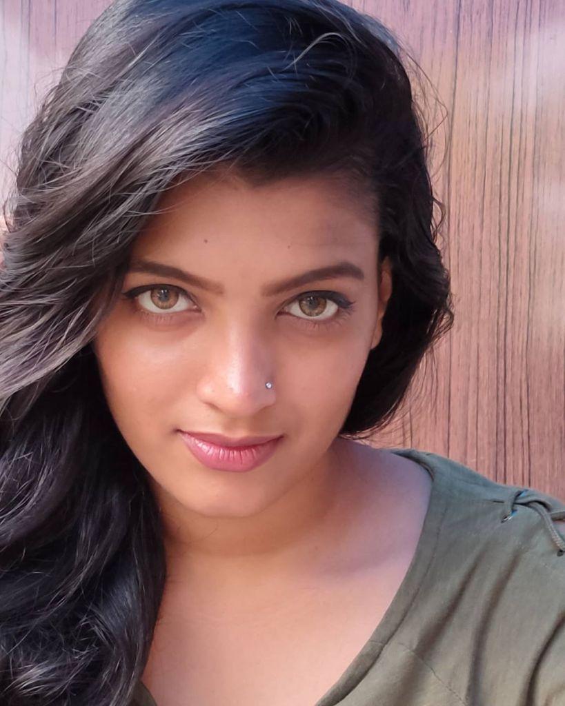 Aishwarya Rai's doppelganger, Kerala Tik Tok Star Amrutha Saju Gorgeous Photos 55