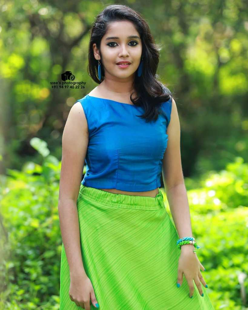 Anikha Surendran Wiki, Age, Biography, Movies and Beautiful Photos 13
