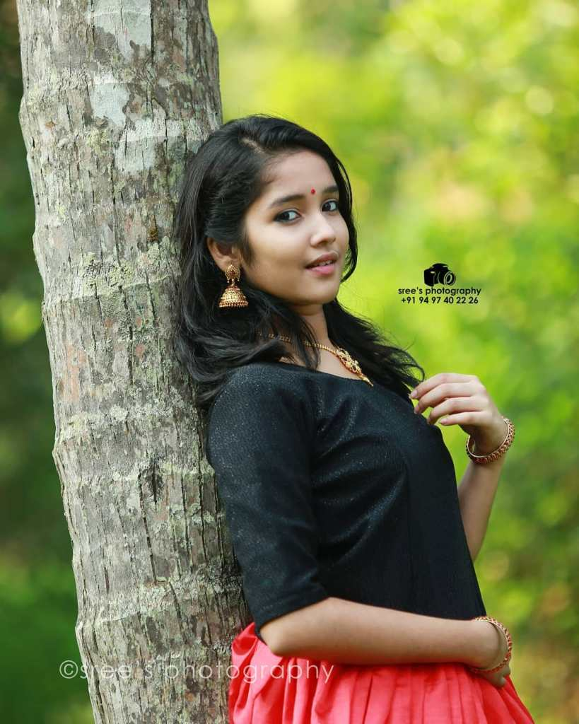 Anikha Surendran Wiki, Age, Biography, Movies and Beautiful Photos 16