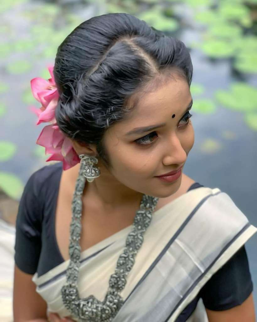 Anikha Surendran Wiki, Age, Biography, Movies and Beautiful Photos 26