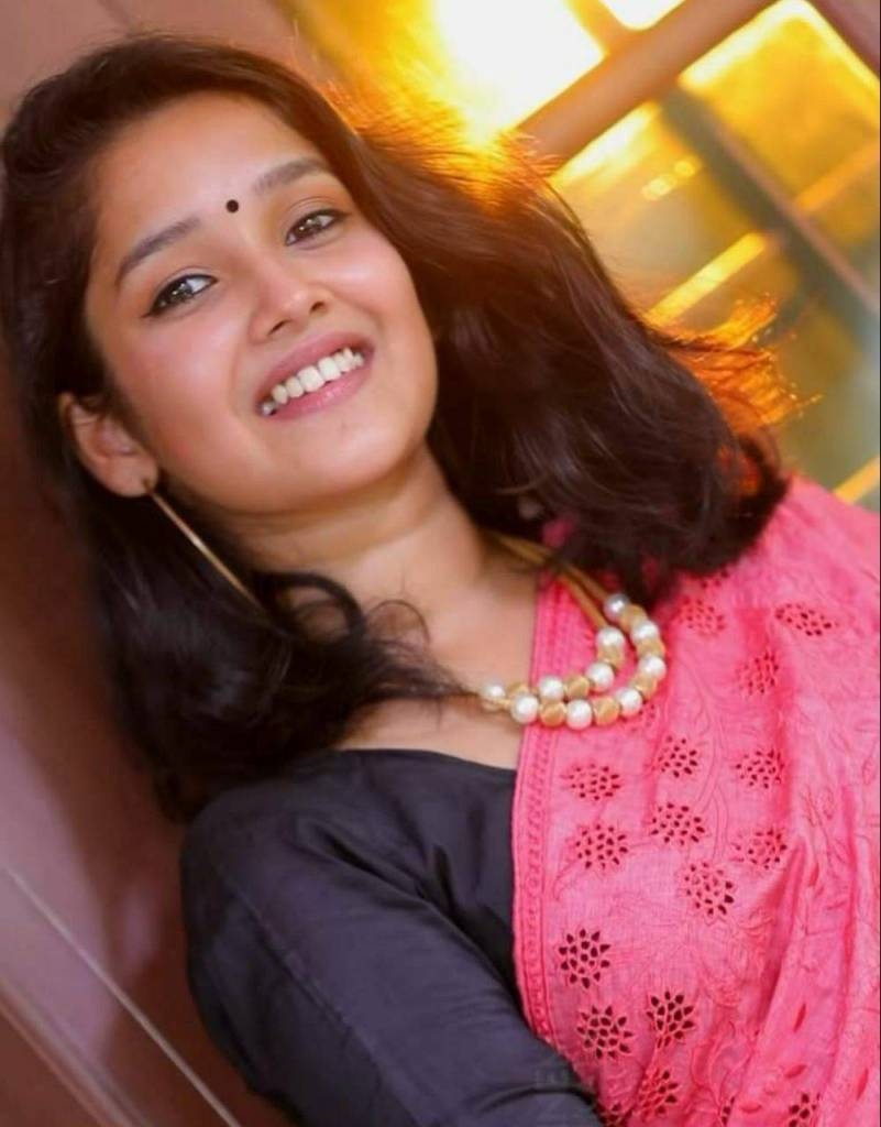Anikha Surendran Wiki, Age, Biography, Movies and Beautiful Photos 33
