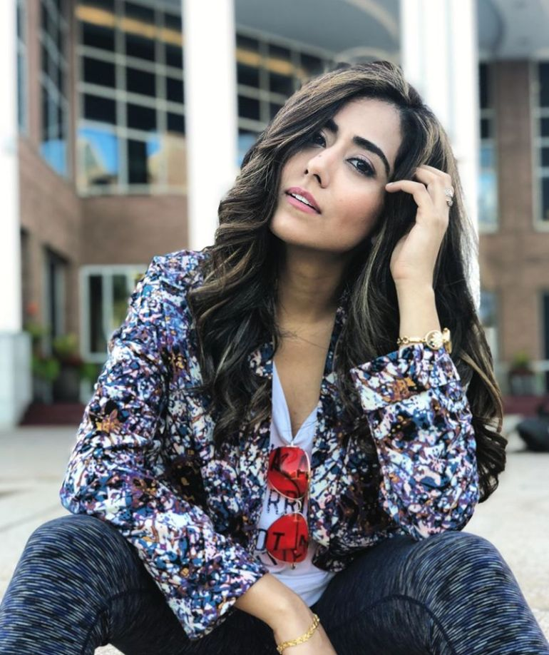 Jonita Gandhi Wiki, Age, Family, Movies, HD Photos, Biography, and More 87