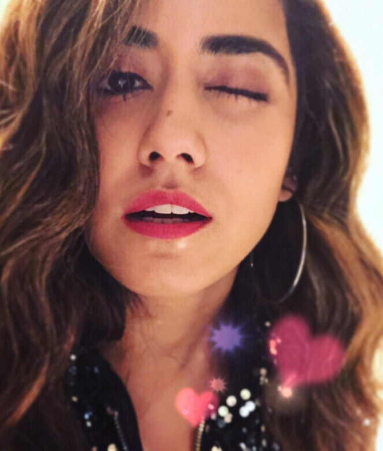 Jonita Gandhi Wiki, Age, Family, Movies, HD Photos, Biography, and More 92