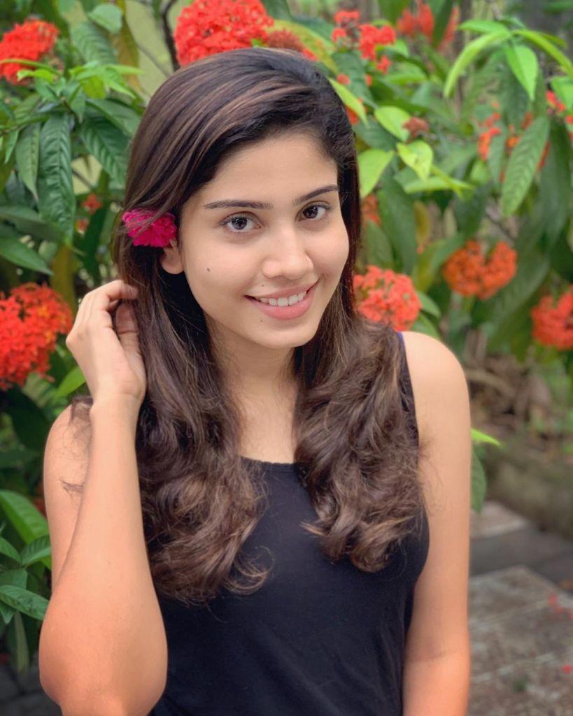 45+ Gorgeous Photos of Miss South India Lakshmi Menon 20