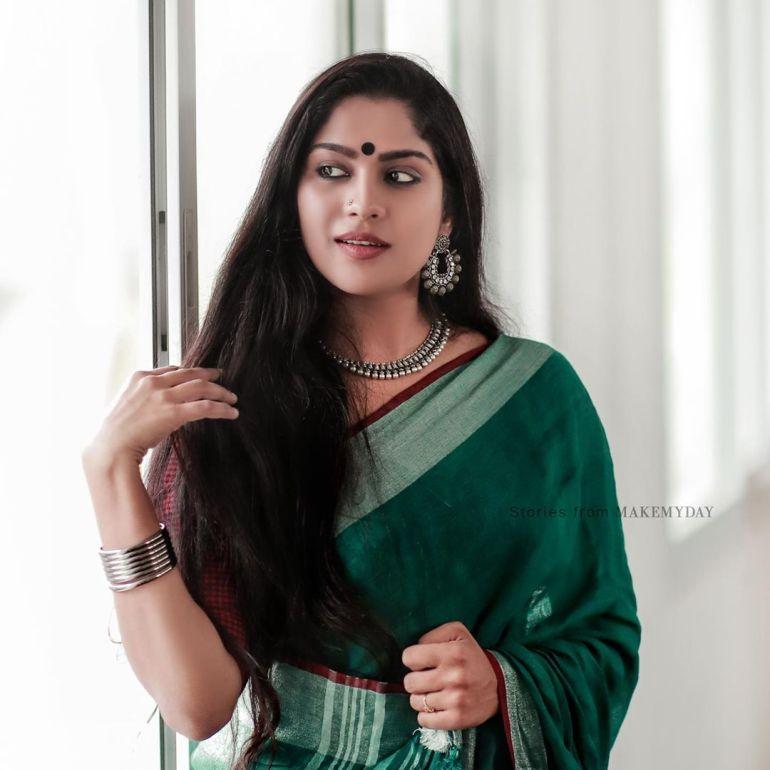 Swasika Vijay 27+ Beautiful Photos, Wiki, Age, Biography, and Movies 86